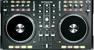 DJ controller Nunark Mixtrack Pro