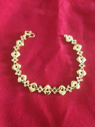916 Gold Bracelet hearts design