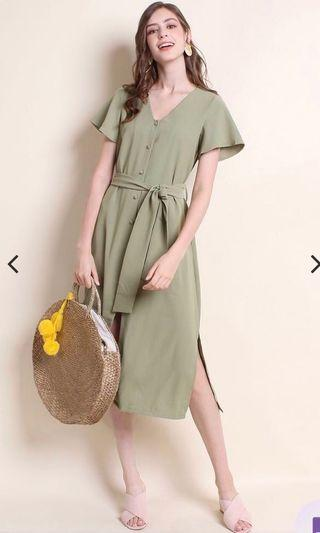 🚚 Adalia buttoned front sleeve midi dress sage green