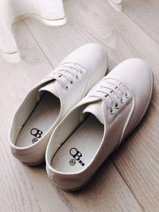 ⚡️幾乎全新⚡️最低價🔻超輕盈仿皮革免綁帶小白鞋 白色
