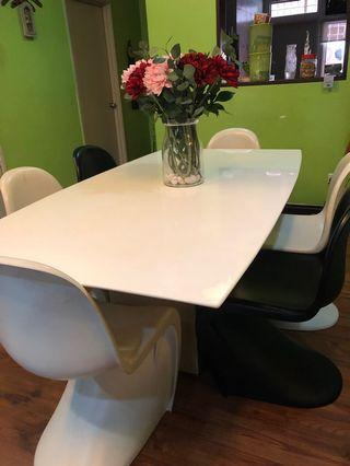 Dining table with 6 chairs as in picture