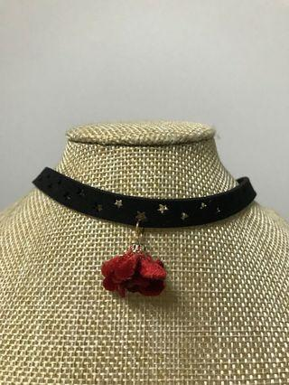 🚚 BN: Rose 🌹 star cut leather choker necklace
