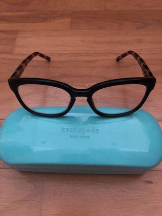 🚚 Brand new reading glasses +2.00