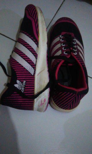 Sepatu joging
