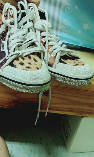 🚚 愛迪達 專櫃 高筒鞋