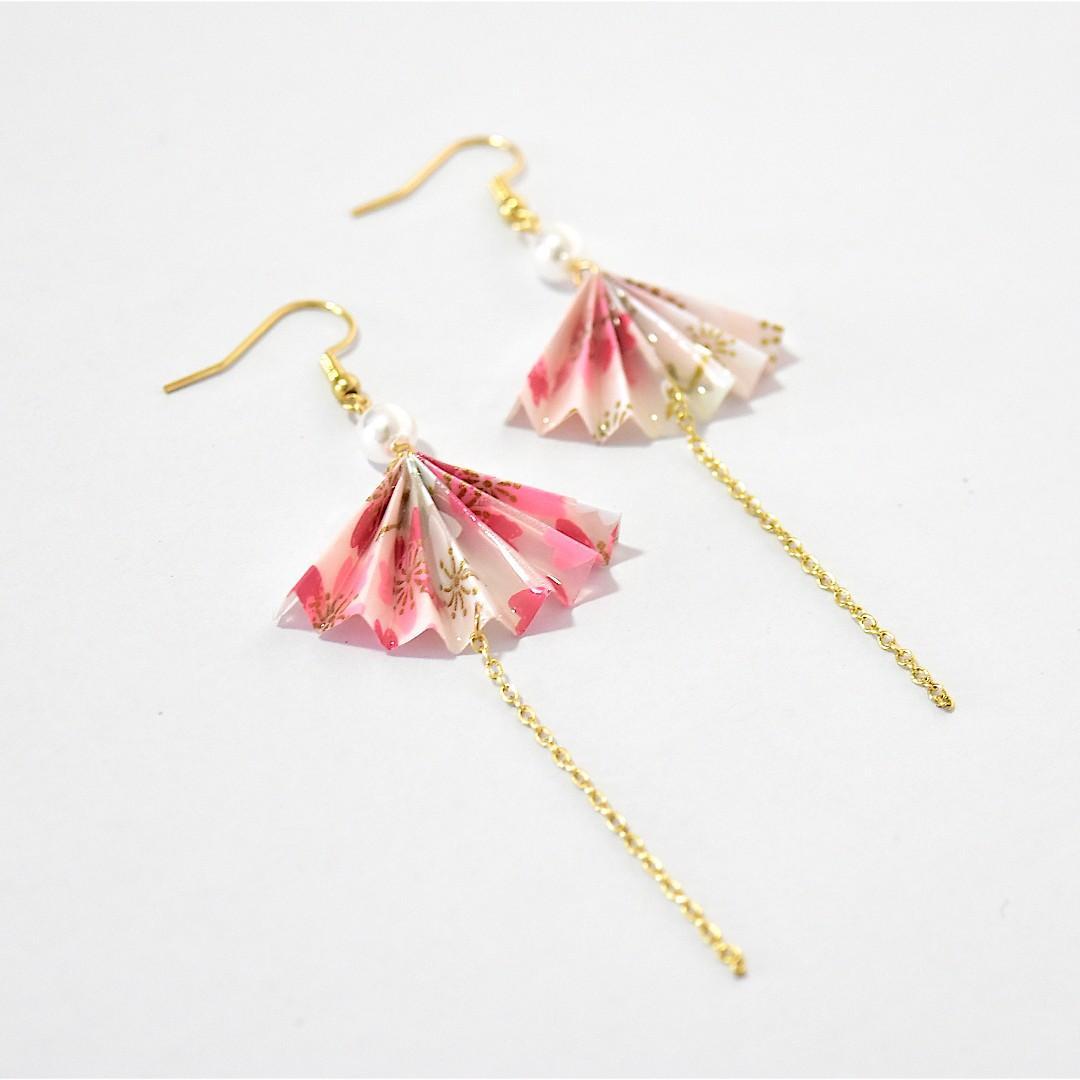 2-04 Beautiful Origami earrings fan white