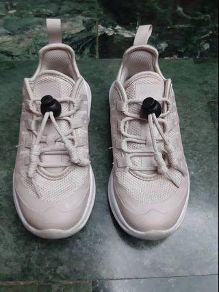 🚚 Nike女童運動鞋有氣墊 17公分