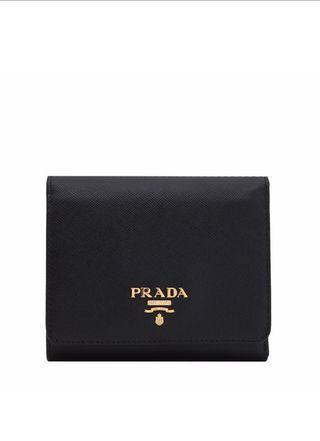 🚚 Prada Trifold Saffiano Wallet In Black