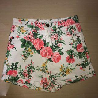 🚚 white floral highwaist shorts