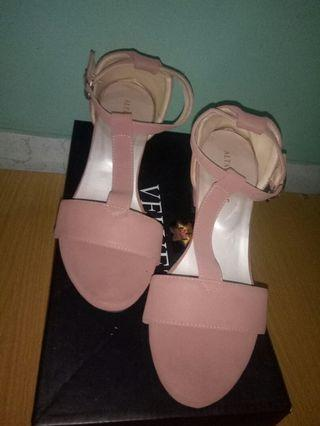 Heels wedges kondisi seperti di gambar