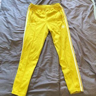 🚚 愛迪達adidas 黃色三線褲 窄版 王嘉爾著用