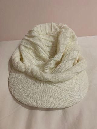 🚚 White Knitted hat
