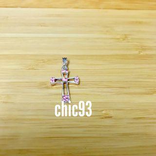 粉紅水鑽十字架墜飾✨