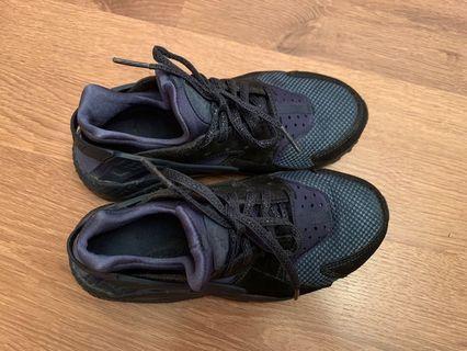 Nike Huarache 藍色波鞋 (US: 6)