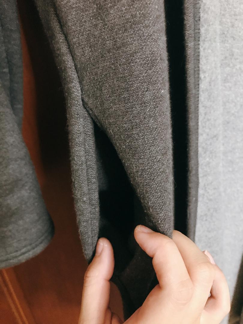 深灰色微暖外套