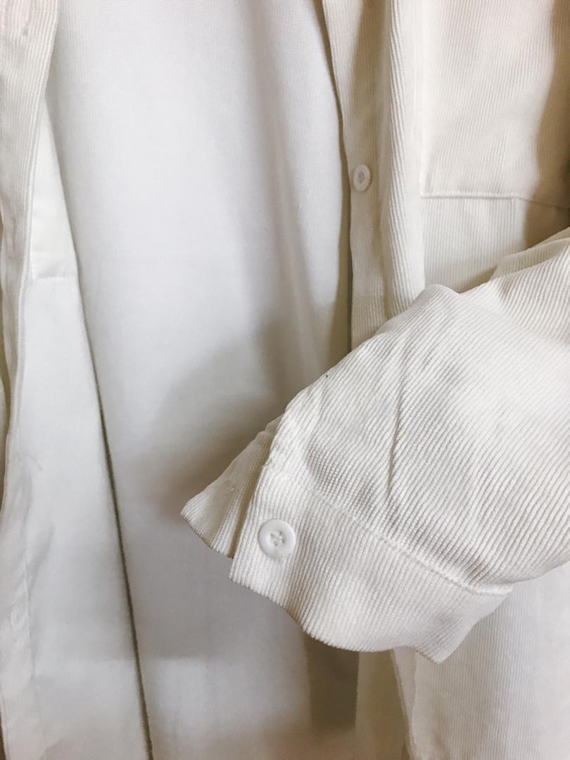 米白色襯衫