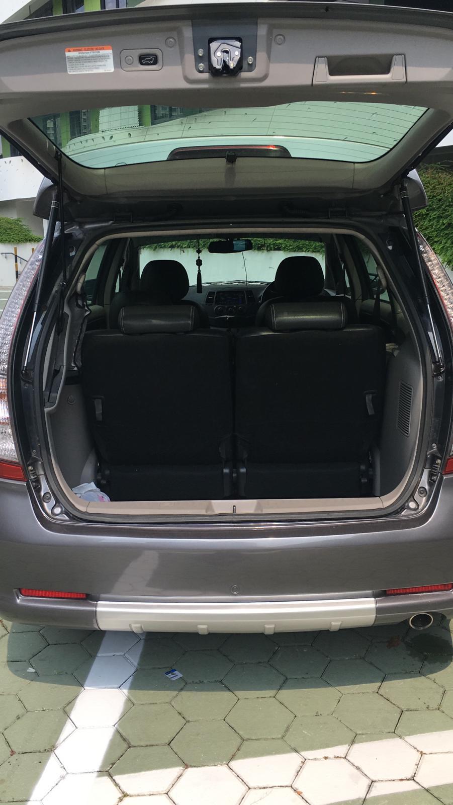 Mitsubishi Grandis 2.4 MIVEC G Auto