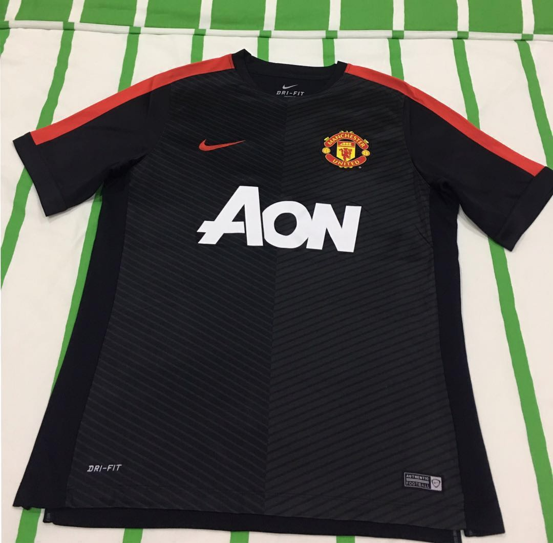 sports shoes 1d46d ffb3d *REDUCED* NEW Manchester United Training Kit (Men's)