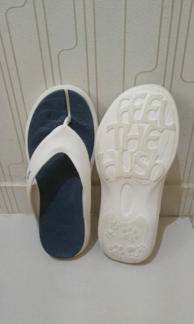 Sandal jepit hush puppies