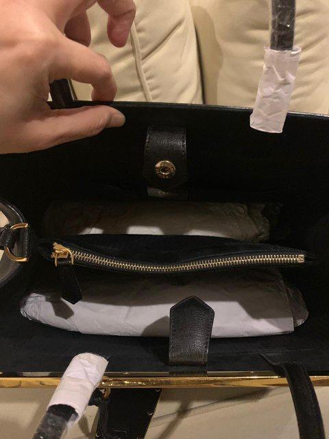 Tas FENDI 100% Authentic. Kondisi seperti baru. Lengkap ada dust bag & receipt.