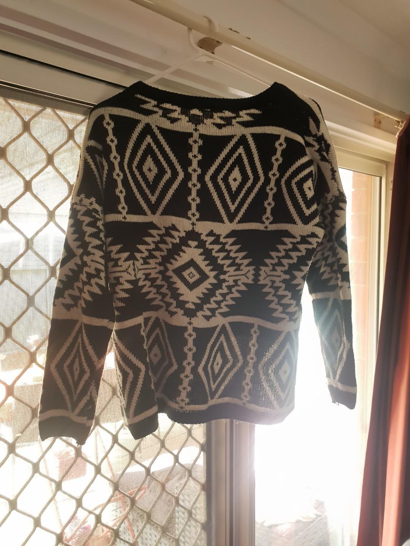 Vintage black and white knit jumper