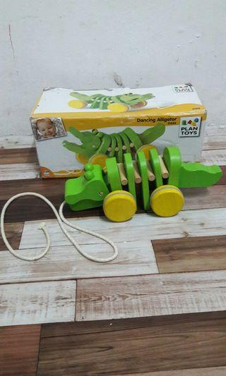 Dancing alligator wood toys