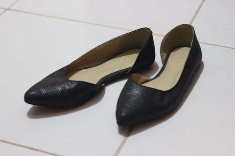 Sepatu Flats Symbolize Hitam