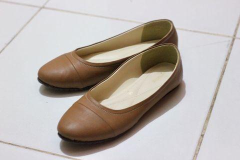 Sepatu Flats Symbolize Coklat