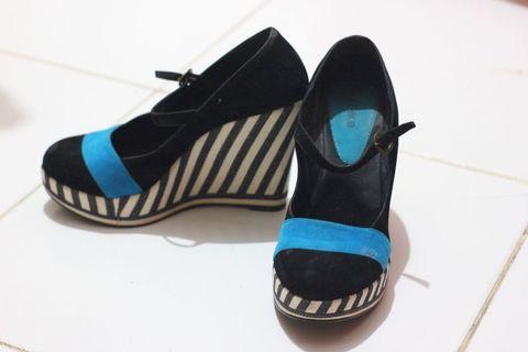 Sepatu Hak Wedges Bebob Hitam