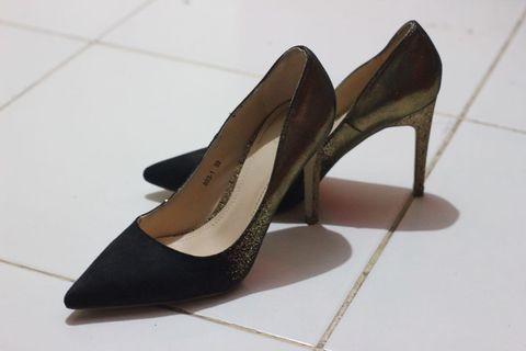 Sepatu Hak Tinggi / High Heels Hitam
