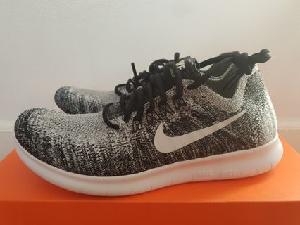 low priced 62c19 004dd Nike Women Oreo Flyknit (new and unused)