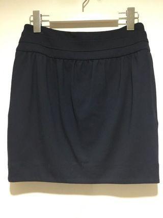 🚚 Iroo 深藍花苞短裙 有點彈性