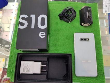 Samsung S10e 128GB Globe complete package 1 month old