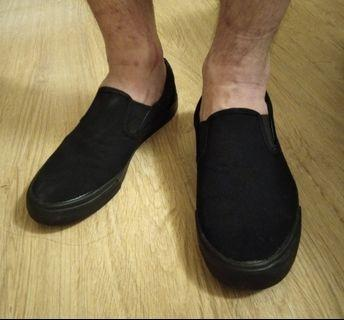Black slip on sneaker (only wore once)