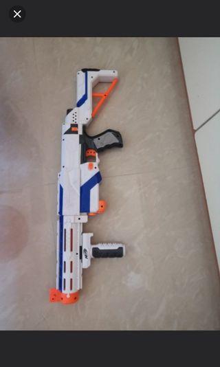 Nerf gun 冇彈夾急放 價錢可小議