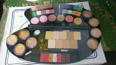 Palet makeup lengkap