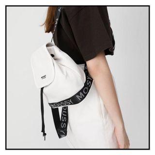 Moussy 白色底黑色帶迷你背包