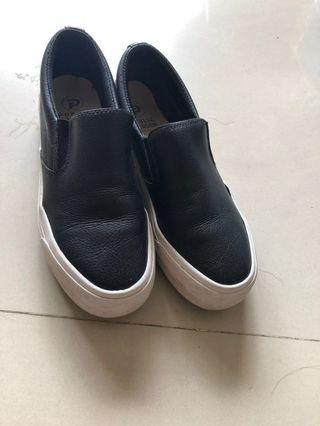 韓國🇰🇷帶回黑色休閒鞋