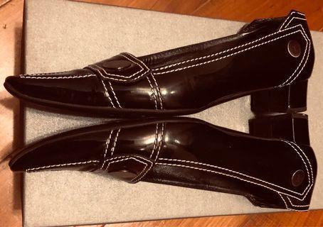 Tod's 黑色漆皮鞋 Black Patent Leather Shoes