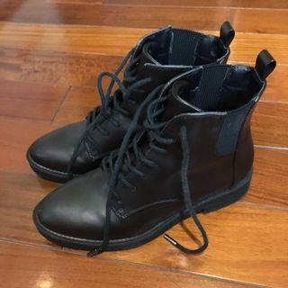 降價!Daphne 23號咖啡色靴子