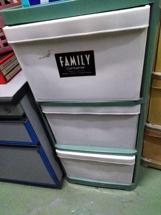 3 plastic drawers