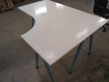 🚚 Reduced price - Table - Ikea galent L shaped 3 legs