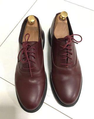 🚚 Dr Martens leather shoes size UK9 US10