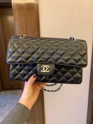 🚚 Chanel Classic Flap Bag Medium Caviar Series 25
