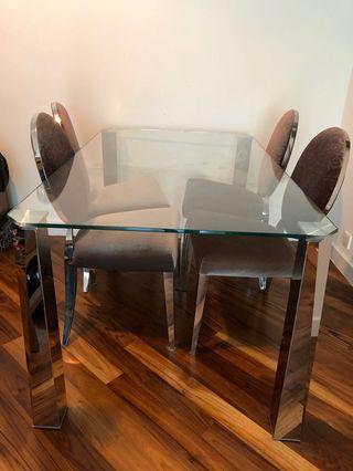 高級餐枱連四張餐椅