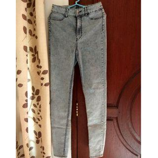 NEW H&M Blue washed jeans