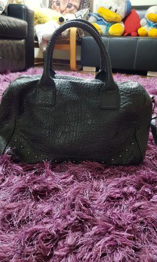🚚 Mango black handbag,  sling carry side