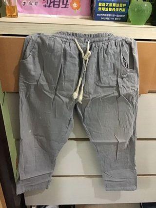 淺灰色 七分褲 28腰 正面有被漂白水潑到
