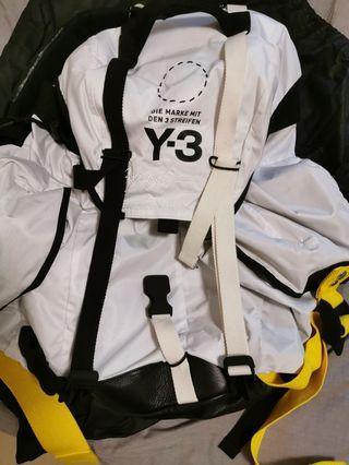 Y3 uiltity backpack 全新. 絕版白色
