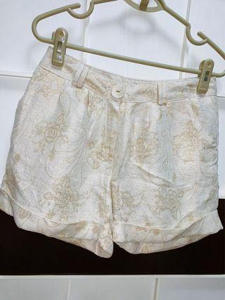 White Shorts in embroidered pattern
